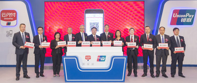 Yang Wenming, inspetor adjunto do Departamento de Assuntos Econômicos do Gabinete de Ligação do Governo Popular Central na Região Administrativa Especial de Hong Kong, Howard LEE, JP, chefe executivo adjunto da Autoridade Monetária de Hong Kong, Cai Jianbo, CEO da UnionPay International, e representantes de bancos e instituições financeiras de Hong Kong e Macau participaram da cerimônia de lançamento. (PRNewsfoto/UnionPay International)