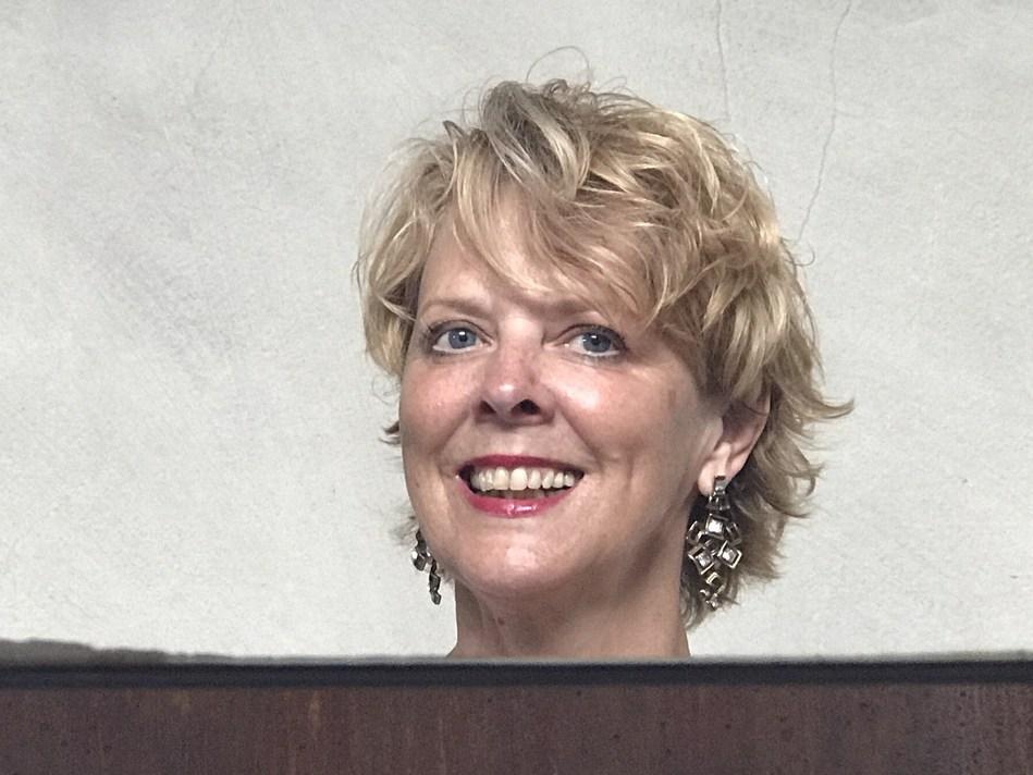 Liz Palmer, multi-award winning Author, Journalist and Influencier (CNW Group/Liz Palmer Media Group Inc.)