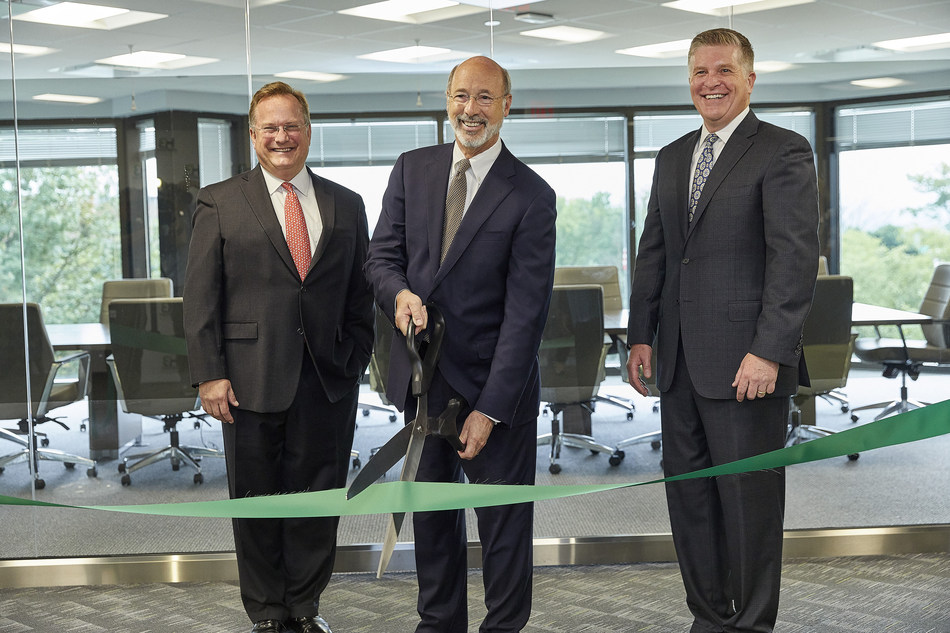 Harmony Biosciences, LLC welcomes Pennsylvania Governor Tom Wolf to cut the ribbon at the company's official opening of its new headquarters in Plymouth Meeting, Pennsylvania. Pictured here (left to right) are Chris Molineaux, President and CEO of Life Sciences PA, Governor Wolf and John C. Jacobs, President and CEO of Harmony Biosciences. (PRNewsfoto/Harmony Biosciences, LLC)