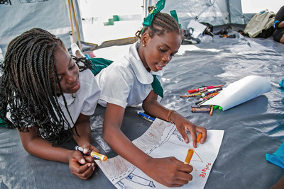 A year after two category 5 hurricanes caused destruction across parts of the Caribbean, most children in the affected countries are now back in school and have access to the services they need, thanks to the efforts of UNICEF and partners. In Anguilla, children draw as part of their Return to Happiness session. © UNICEF/UN0180293/Ward (CNW Group/UNICEF Canada)