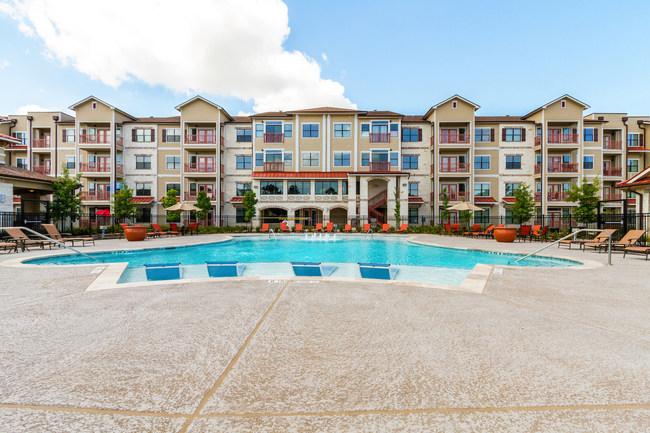 Bella Palazzo, a luxury apartment community in Houston's Energy Corridor