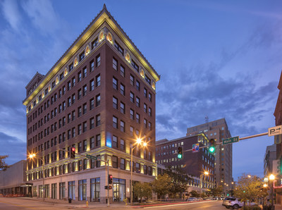 The Current Iowa is a sleek, stylish Marriott Autograph Collection Hotel where the emphasis is on taking an artful approach to every aspect of the guest experience.