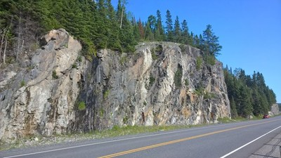 Figure 1 – Photo of the road embankment from similar rocks in the area; here a vertical slope with a height of over 15 metres. (CNW Group/Rock Tech Lithium Inc.)