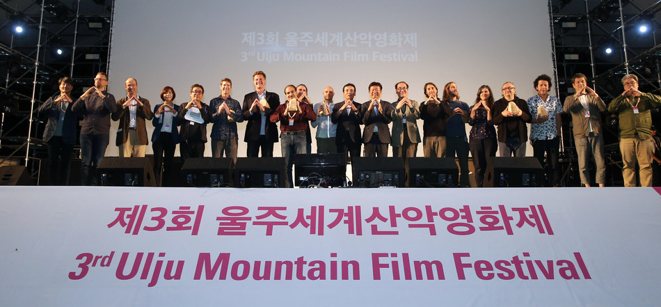 Winners and judges pose for a photo during the closing ceremony of the Ulju Mountain Film Festival in the southeastern county of Ulju on Sept. 11, 2018. (PRNewsfoto/2018 Ulju Mountain Film Festiva)