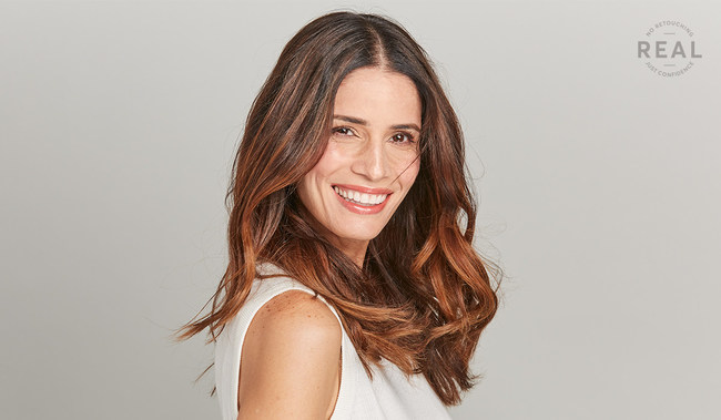 Light Works is a first-of-its-kind, at-home highlighting product that offers the same two-step process you get in a salon: first, lightening, and then toning to refine the color for natural-looking, balayage highlights.