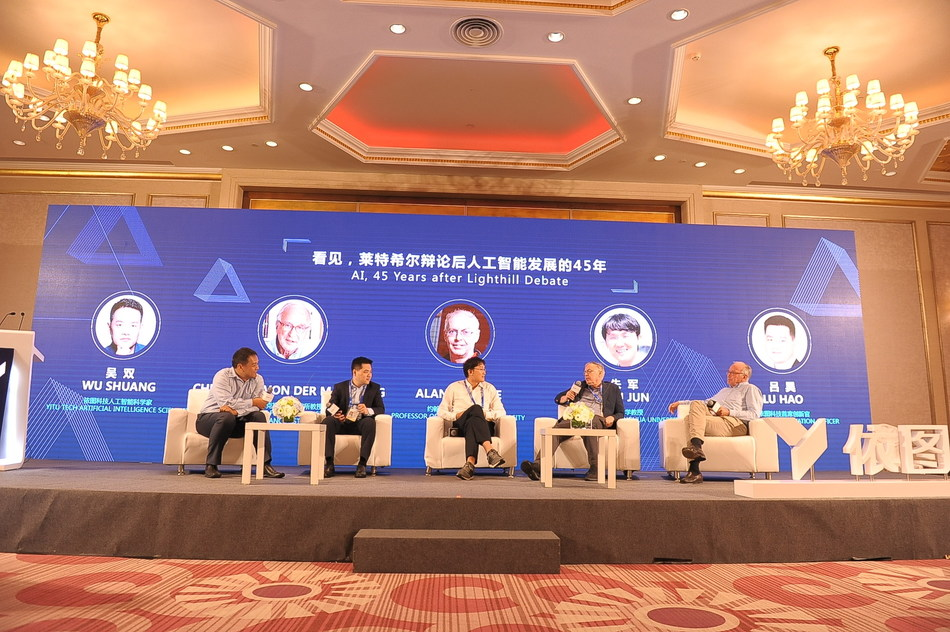 Wu Shuang, Lu Hao, Zhu Jun, Alan I. Yuille and Christoph Von Der Malsburg share ideas during the panel discussion at YITU's forum, Sept 18.