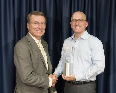 Chuck Ruzicka, Vice President of Research and Consulting at Novarica (left), presents the Impact Award to Jim Williamson, Division President, Small Commercial Insurance, Chubb North America. Chubb was recognized for its innovative and intuitive digital Marketplace platform.