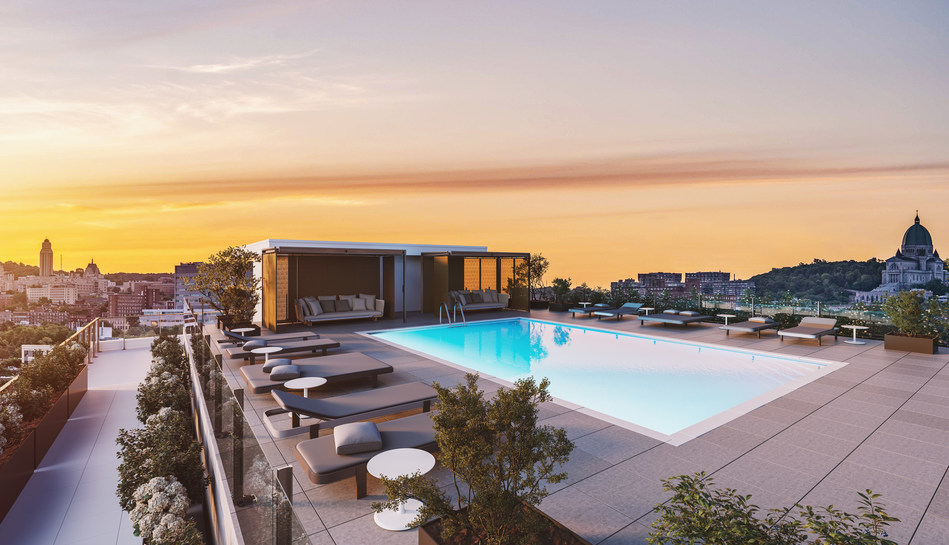 Outdoor pool on the rooftop patio of the Westbury Montreal (CNW Group/Devmont)