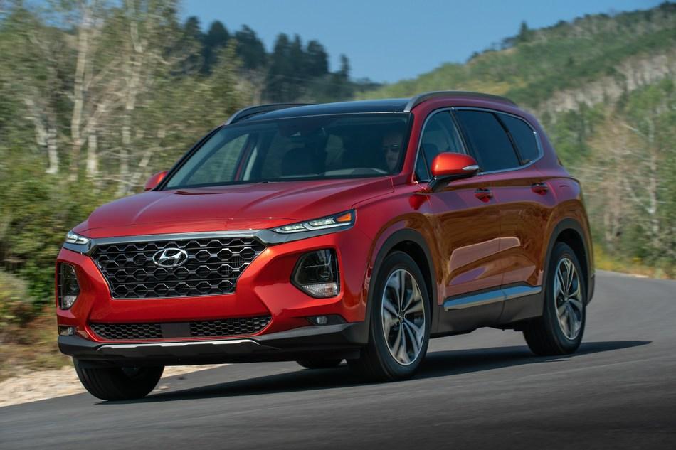 Hyundai Santa Fe Wins 2018 Wards 10 Best UX Trophy