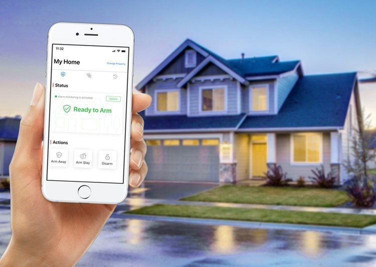 The free Safe by HUB6 app allows users to check the status of their home, control the alarm system, and get instant alerts when the system is armed or disarmed. (CNW Group/Safe by HUB6)