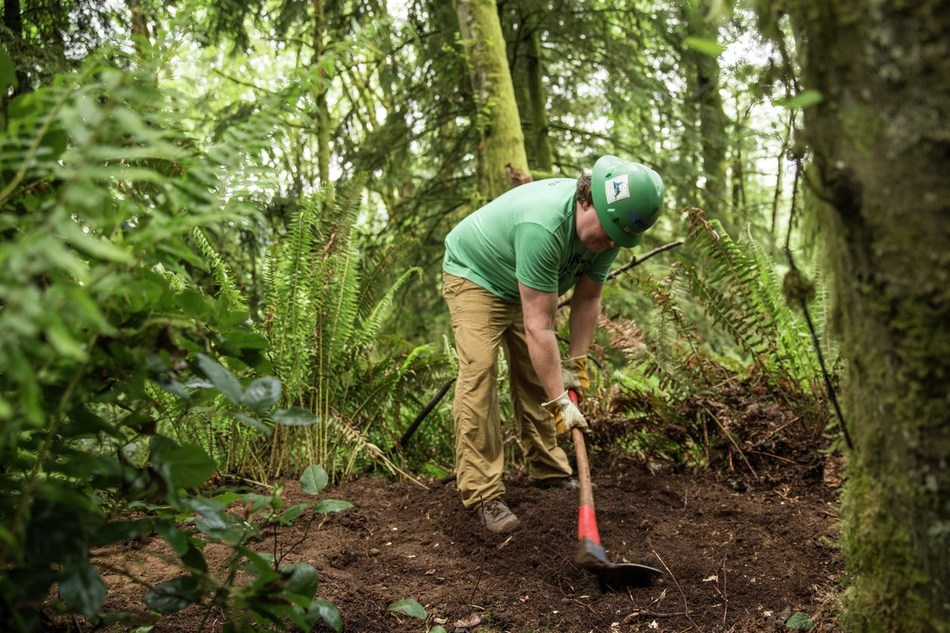 REI Co-op is celebrating National Public Lands Day with over 75 stewardship events across the country. Projects include repairing local trails and beautifying parks. Photo courtesy of REI.