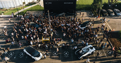 La foule présente lors de la première « Journée futuriste 919 » au quartier général de Los Angeles. (PRNewsfoto/Faraday Future)