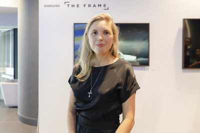 The Frame for 2018 delivers intuitive enhancements and an expanded array of art; internationally renowned art curator Elise Van Middelem joins Samsung Canada to celebrate the launch. (CNW Group/Samsung Electronics Canada)
