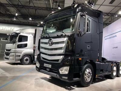 O FOTON-AUMAN-EST-A no estande da Daimler na IAA 2018 (PRNewsfoto/Foton Motor Group)