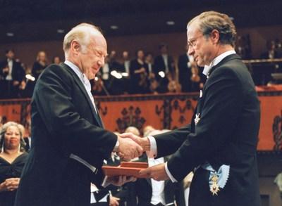 Dr. Michael Smith - 1993 Nobel Laureate (CNW Group/Genome British Columbia)