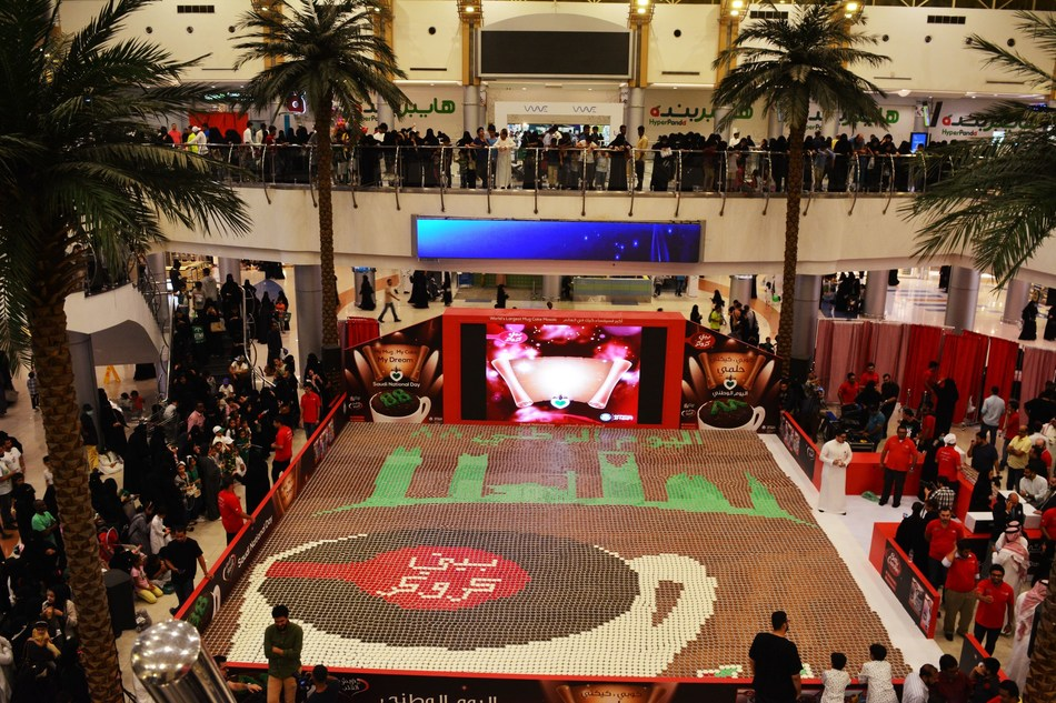 "Betty Crocker Sets New GUINNESS WORLD RECORDS™ for the ""Largest Mug Cake Mosaic"" in Celebration of Saudi Arabia's 88th National Day (PRNewsfoto/Betty Crocker)"