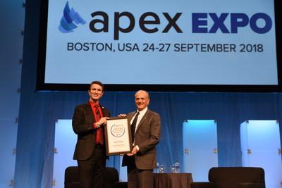 Calin Rovinescu, président et chef de la direction d'Air Canada, remporte le prix de l'Airline Passenger Experience Association pour l'ensemble de ses réalisations (Groupe CNW/Air Canada)