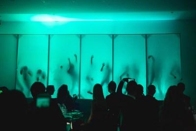 L'une des performances de la soirée. Photo : Max Messier (Groupe CNW/Musée d'art contemporain de Montréal)