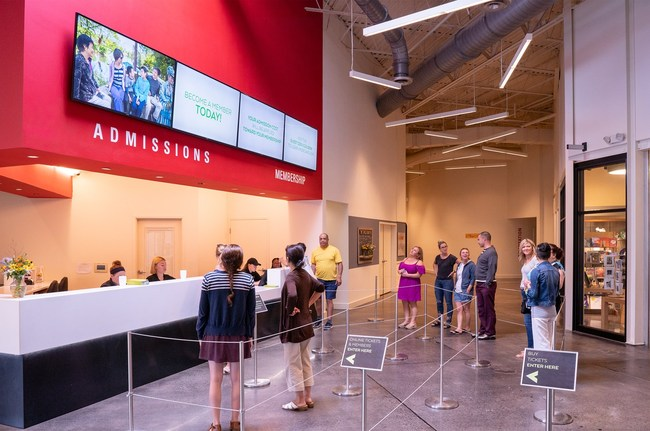 Installed in the lobby, the video wall welcomes guests, displays pricing to speed up ticket purchasing and promotes upcoming events.