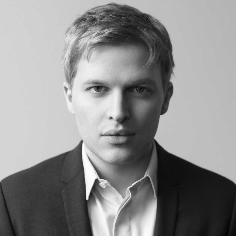 Investigative journalist Ronan Farrow talks about reporting on influential figures accused of abusing power and hiding sexual misconduct at The Canadian Journalism Foundation's J-Talk on Nov. 4 at the St. Lawrence Centre for the Arts in Toronto. (CNW Group/Canadian Journalism Foundation)