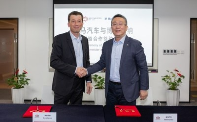 BorgWarner reaches a three-year strategic cooperation agreement with Chinese auto manufacturer, WM Motor. Dr. Stefan Demmerle, President and General Manager, BorgWarner PowerDrive Systems (Left), Freeman Shen, Chairman and CEO of WM Motor (Right)