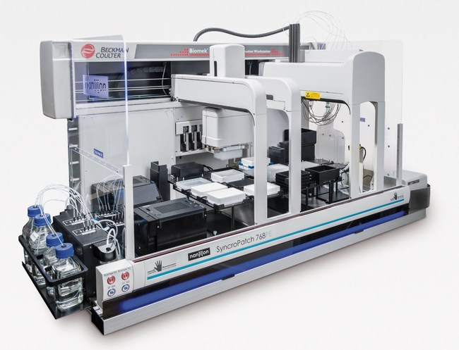The SyncroPatch 384PE is a high throughput patch clamp instrument: It records up to 384 cells simultaneously, resulting in a throughput of 20,000 data points per day.