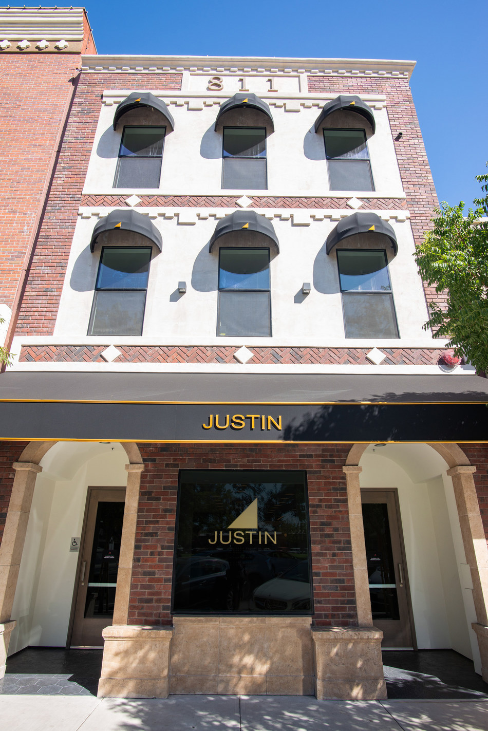 JUSTIN Vineyards & Winery Expands Brand Footprint with New Tasting Room in the Heart of Downtown Paso Robles (Photo Source: Rich Prugh)