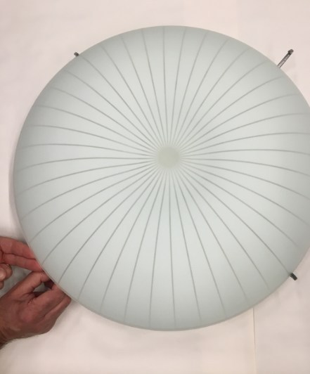 Dismantle safely like this: Remove the lamp shade while you continue to hold the movable arm pulled out. (CNW Group/IKEA Canada)