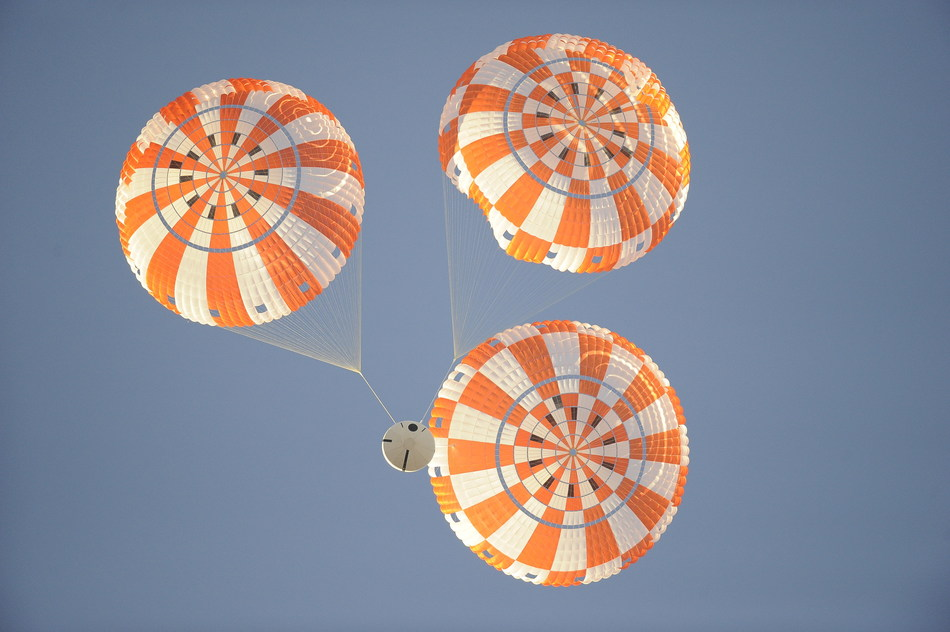 NASA performs final parachute test of Orion space craft. (Credit: NASA)