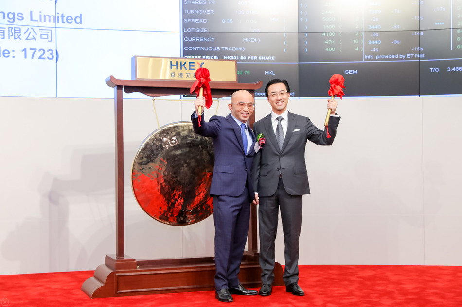 Mr. Fan Bao, Founder, Chairman, Executive Director and Chief Executive Officer of China Renaissance (in the left) and Mr. Kevin XIE, Co-founder & Head of Healthcare Advisory hitting the Gong at the listing ceremony