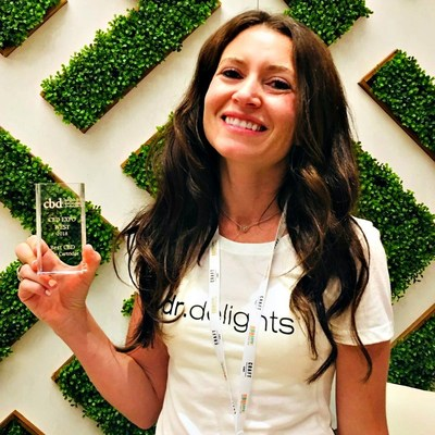 Dr. Delights co-founder and product designer Rose Burnett accepted the Best CBD Vape Cartridge award at CBD Expo West 2018.