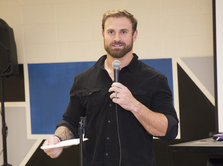 """Chris Long, defensive end for the Philadelphia Eagles, and his wife Megan, are teaming up with United Way of Greater Philadelphia and Southern New Jersey (UWGPSNJ) in support of Philadelphia's Read by 4th campaign, a city-wide coalition of partners working toward a shared vision that all children will be reading on grade level by 4th grade. The Chris Long Foundation, UWGPSNJ and Read By 4th launched the season-long """"First Quarter for Literacy"""" drive, supported by a full quarter of Chris' salary."""