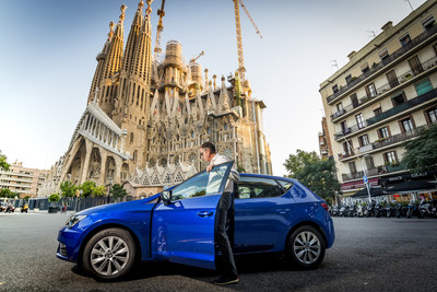 Antonio Calvo, Sustainable Mobility at SEAT, begins the challenge at the steps of Gaudí's monument onboard a SEAT Leon 1.5 TGI (PRNewsfoto/SEAT)