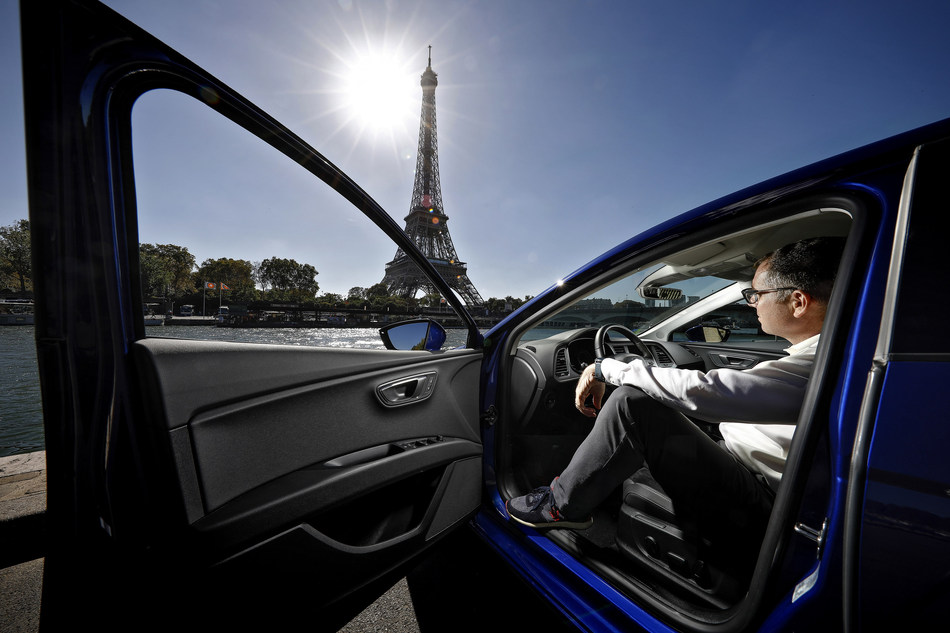 An expert in CNG drives over 1,000 km from Barcelona to Paris in a gas powered car for €45 (PRNewsfoto/SEAT)