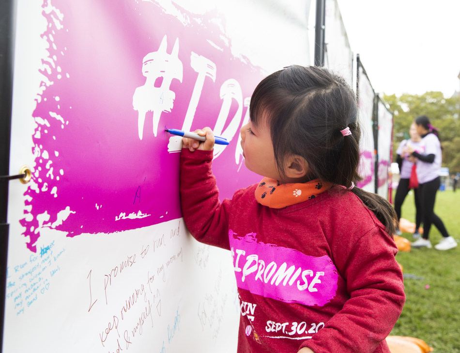 Canadians commit to making breast cancer beatable at today's 2018 Canadian Cancer Society CIBC Run for the Cure. (CNW Group/CIBC)
