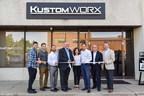 Joel Seigel, CEO of Gentec International and members of the Gentec International team cut the ribbon on their new Kustomworx facility with Markham Mayor Frank Scarpitti. (CNW Group/Gentec International)