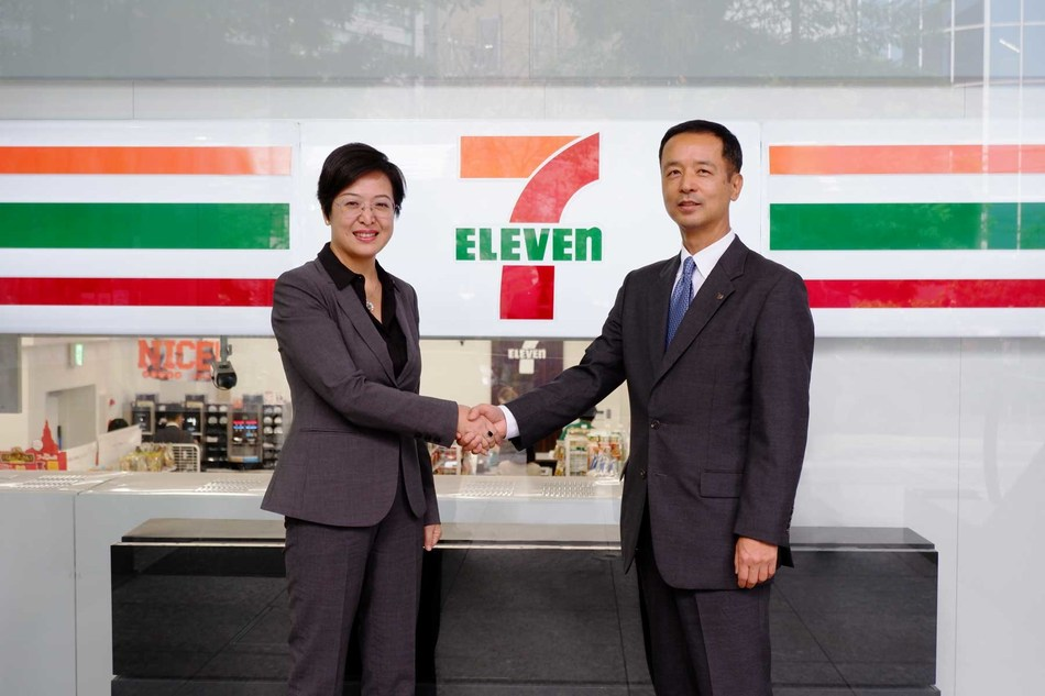 From Right. Mr. Hisashi Ohashi, Head of Construction & Equipment Department, Director & Executive Officer, Seven-Eleven Japan and Anna An, Vice President and general manager of Honeywell's Advanced Materials, Asia Pacific.