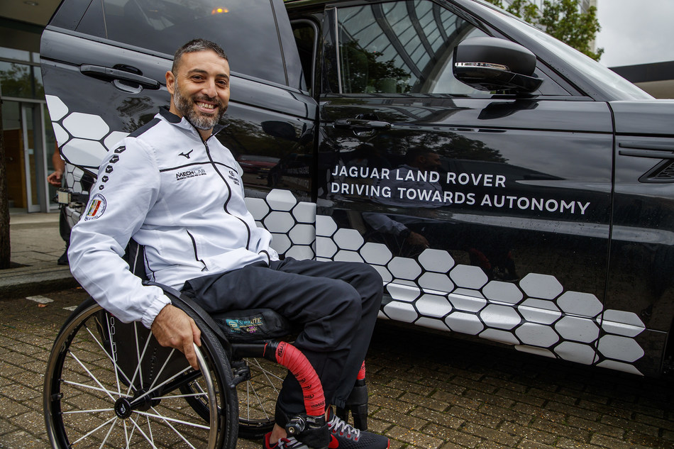 Simone Caleddu, Invictus Games Sydney 2018 - Team Italy Competitor and Level 4 Prototype Autonomous Range Rover Sport (PRNewsfoto/Jaguar Land Rover)