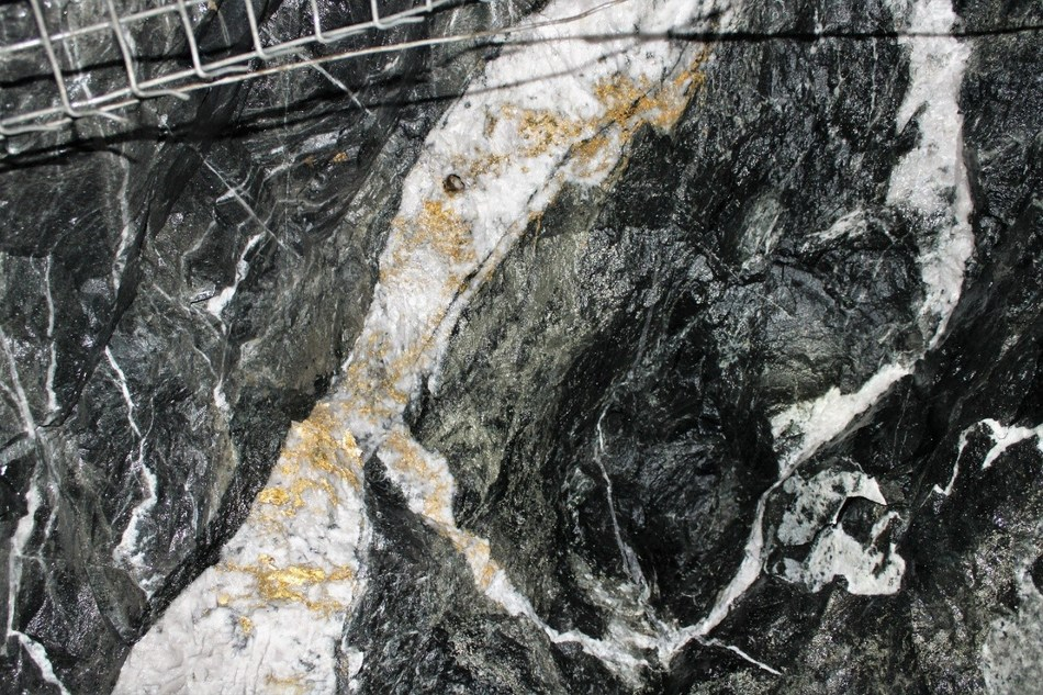 Figure 2: Looking up, current air leg back - gold in quartz with bootleg (butt) (drill hole remaining after blasting), pyritic sediments. (CNW Group/RNC Minerals)