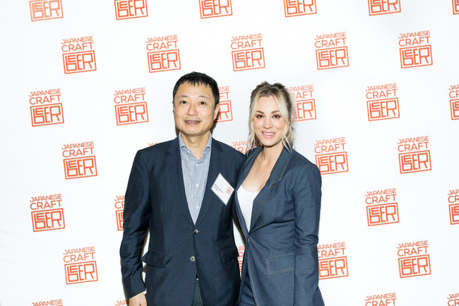 Kaley Cuoco with Hiroki Oizumi, Director General, JFOODO for Japanese Craft Beer