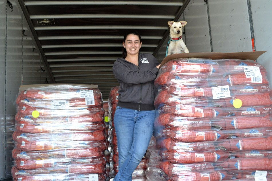 The 19th Annual Blue Buffalo Home 4 the Holidays campaign is kicking off by providing an unprecedented number of holiday meals to orphan pets from coast to coast.