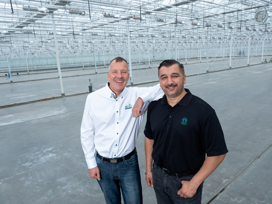Rick Brar, Chief Executive Officer of Zenabis, and Leo Benne, Chief Growing Officer of Zenabis and former President and General Manager of Bevo Farm pictured in the Bevo Farms facility. (CNW Group/Bevo Agro Inc.)