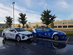 Hyundai IONIQ electric in new Charge Here livery. (CNW Group/Hyundai Auto Canada Corp.)