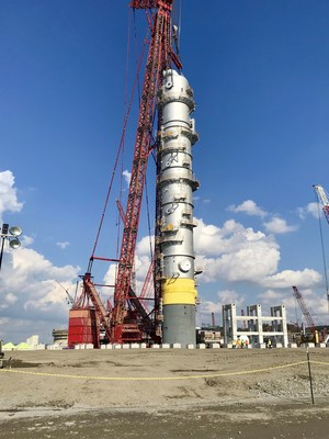 Shell has successfully installed a 285 foot tall quench tower at its Pennsylvania Petrochemicals project.
