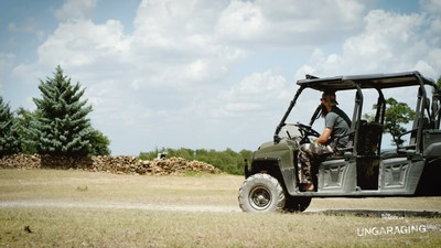 Filmed at Burns' massive 400-acre Texas ranch, Ungaraging explores the vehicles players drive and the role the garage has played in their lives. (CNW Group/autoTRADER.ca)
