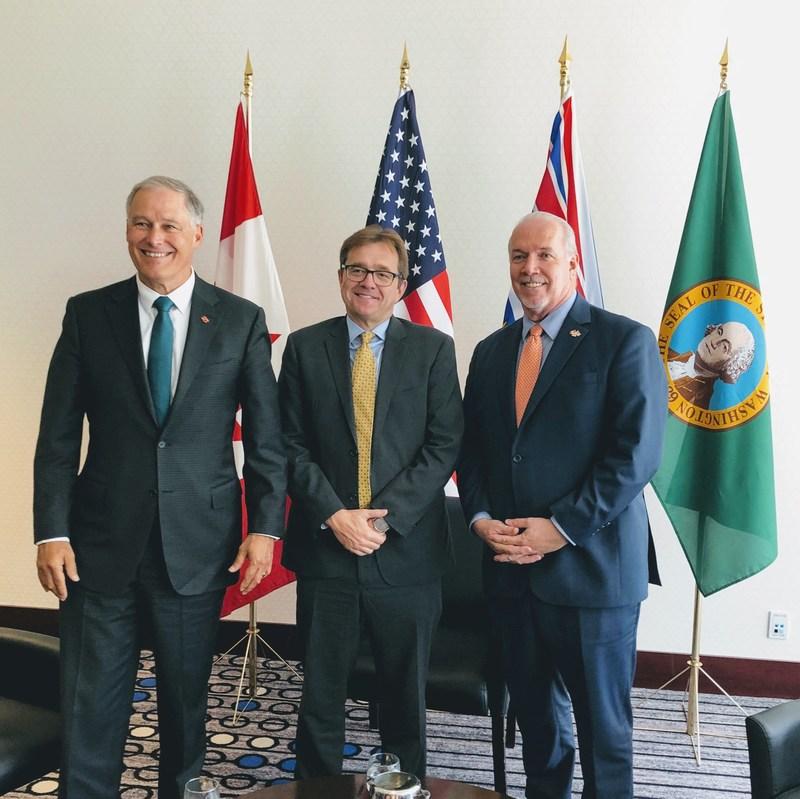 Le gouverneur de Washington Inslee, le ministre Wilkinson et le premier ministre de la Comlombie-Britannique Horgan (Groupe CNW/Pêches et Océans Canada)