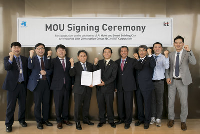 Lee Pil-Jai (fourth from left), head of KT's Marketing Group, HBC Chairman Le Viet Hai (fifth from right) and other representatives of the two companies, are photographed during a signing ceremony at KT's headquarters in central Seoul, South Korea, on September 18.