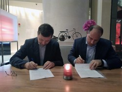 EventBank CEO Eric L. Schmidt and founder of RussСom IT Systems Andrey K. Zhukovskiy, have now signed the EventBank Russia Joint Venture agreement, making the partnership official. EventBank's cloud-based solutions are now available to Russian corporations, event organizers, associations and other organizations.