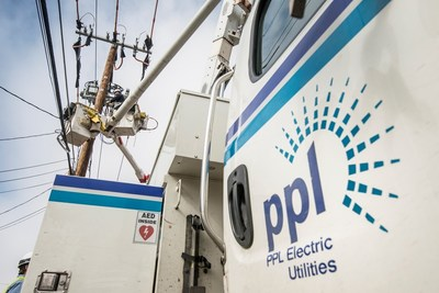 A PPL Electric Utilities lineworker installs smart grid equipment on distribution lines.