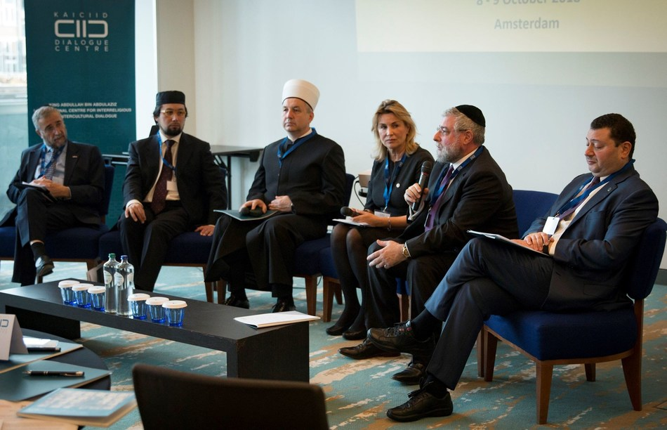 Chief Rabbi Pinchas Goldschmidt of Moscow speaks at the first meeting of the Muslim Jewish Leadership Council, made up of Jewish and Muslim religious representatives from nearly 20 European countries. Left to Right: Rabbi Lody B van de Kamp, Imam Yahya Pallavicini, Grand Mufti Nedžad Grabus, Andrea Pfanzelter (KAICIID), Chief Rabbi Goldschmidt and Fahad Abualnasr (KAICIID DG). Photo: Kaleb Warnock/KAICIID (PRNewsfoto/KAICIID)